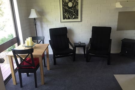 Sunny 1 Bedroom apt in Geelong - Hamlyn Heights