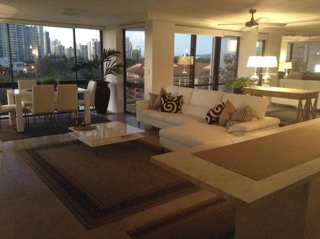 Absolute Luxury in Paradise! - Surfers Paradise - Apartamento