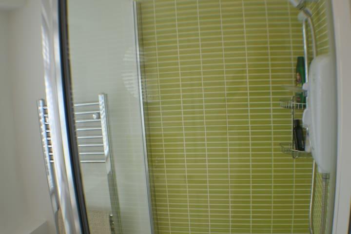 Shower & towel radiator.