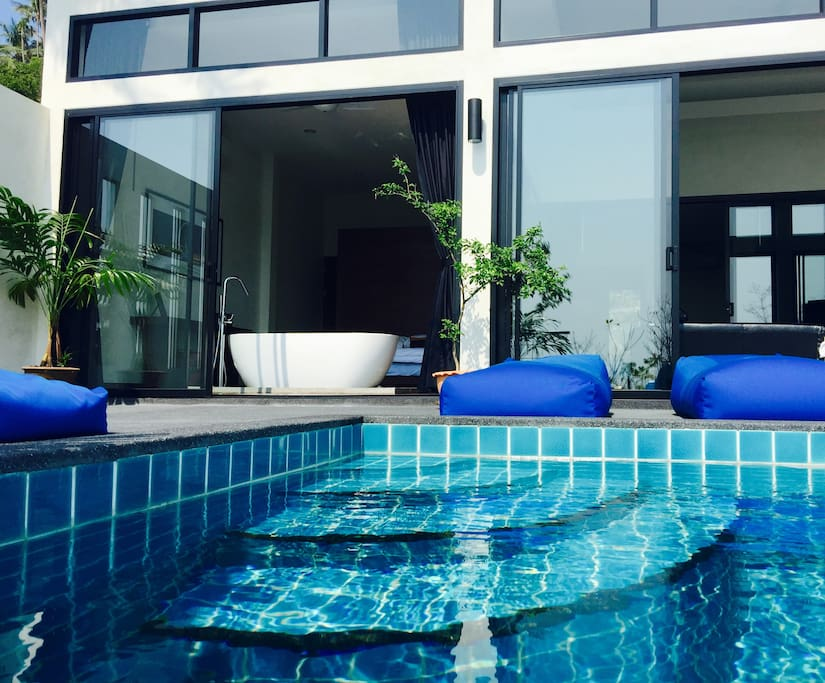 Access to the pool from all rooms