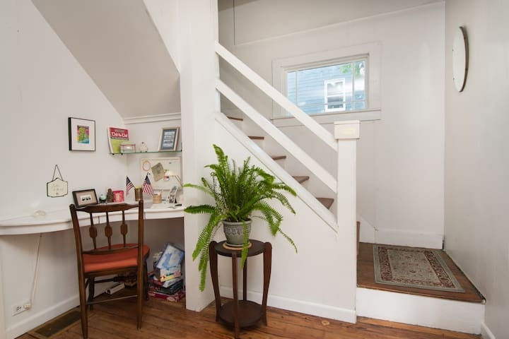 Room w/ Double Bed, wonderful light - Jamestown - House