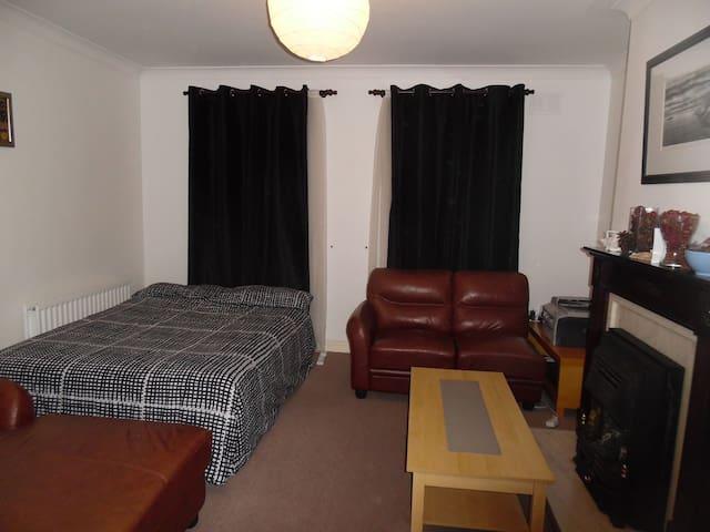 Spacious double bedroom with sofa - Dublin