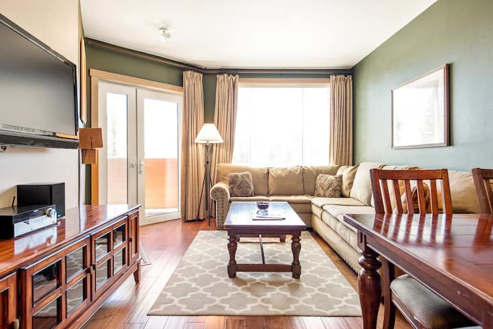 Premiere 2-bedroom condo at Chair 15 with private balcony