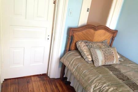 Cozy Single room, Historic Corktown