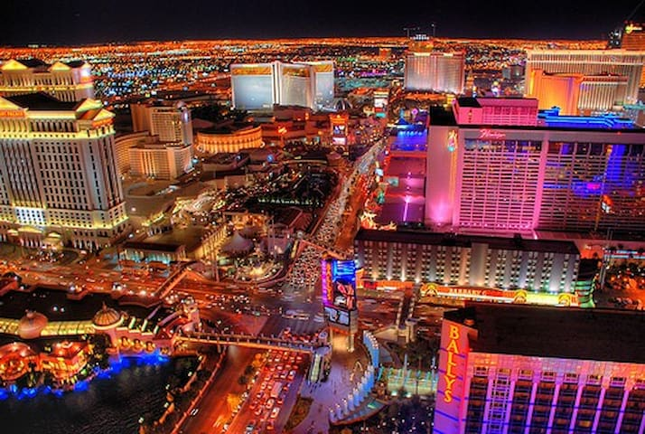 *Resort CONDO Suite & WATERFALL POOL GETAWAY*2bdrm - Las Vegas - Osakehuoneisto