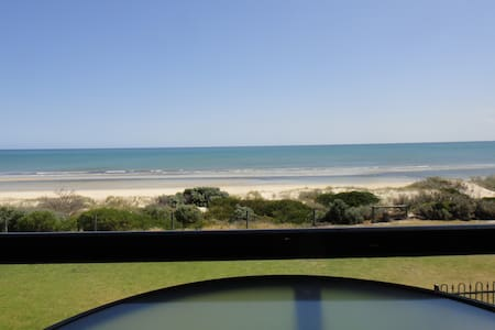 Absolute beachfront apartment - West Lakes Shore - Apartment