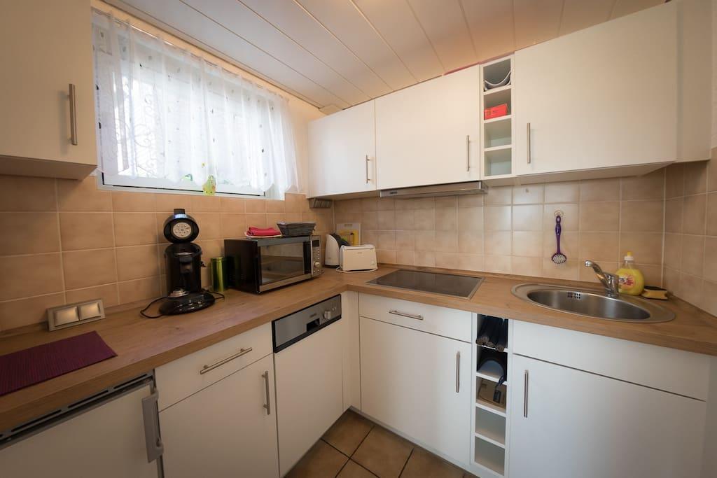 Küche --- Kitchen