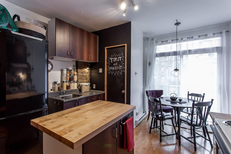 Petit appartement typiquement montréalais ! Le mile-end à son meilleur.