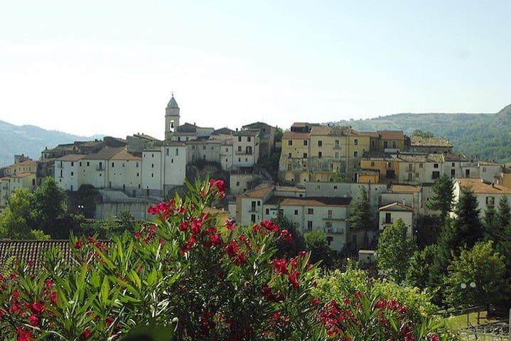 Monolocale soppalcato con terrazzo - Civitanova del Sannio - อพาร์ทเมนท์