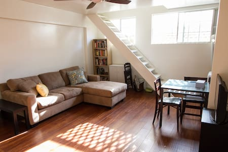 Just renovated in October 2015! New floors, paint, kitchen cabinets, and appliances! Centrally located and will be a perfect home base for all your LA adventures!