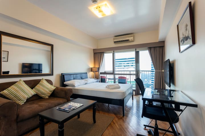 Rockwell Studio All 5* Star Reviews 42nd Floor - Makati