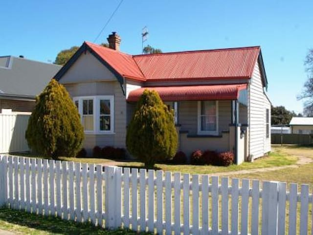 """Bower Brae"" self contained house - Uralla - Hus"