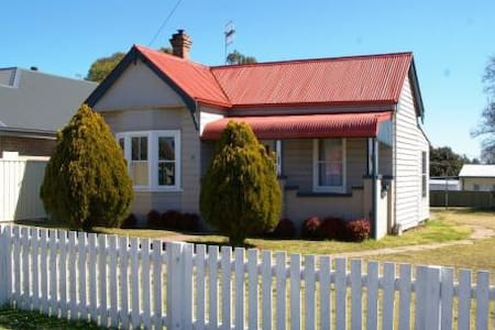 """Bower Brae"" self contained house - Uralla"