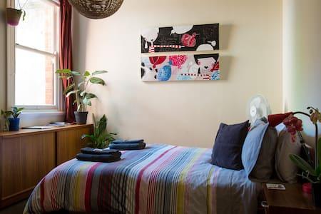Creative Comfort walk to CBD & MCG - Appartement