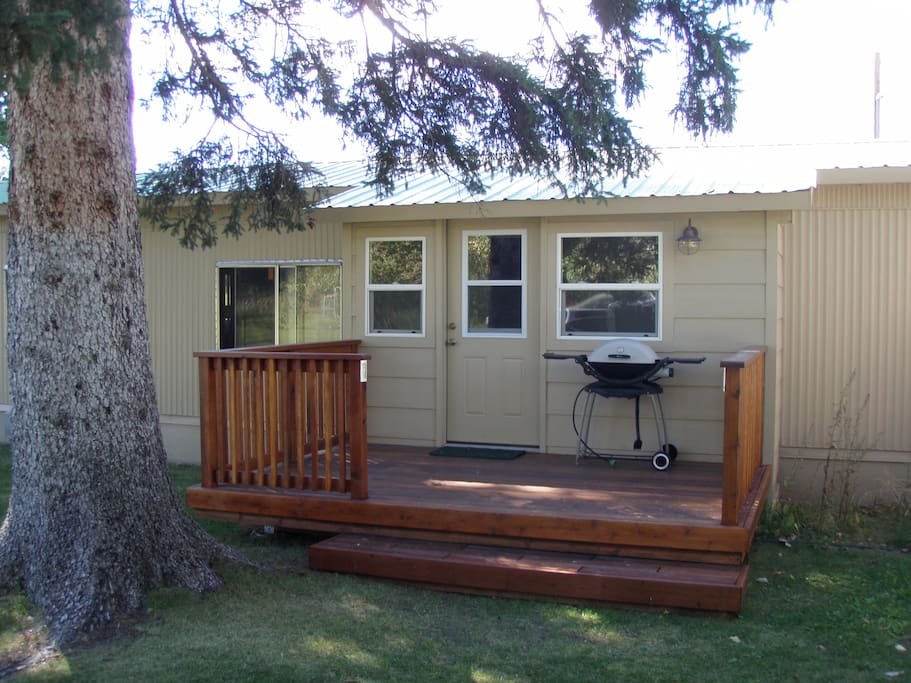 Cutthroat Cabin deck and mud room entrance.