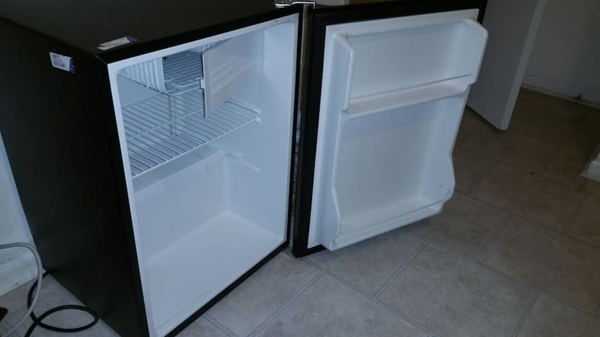 Very clean mini-fridge! Please do NOT leave the mini-fridge unplugged or it will defrost.  Have a towel ready if you prefer it off.