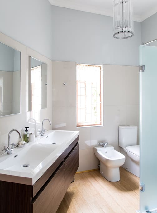 Bathroom with Toilet, Bidet, Double basin and Shower