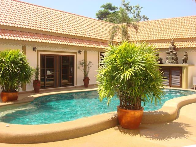 Bang Sare   private Pool Villa Sleeps  20 people
