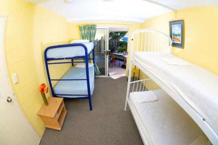 Private Room for 4 @ Backpackers - Caloundra - Otros