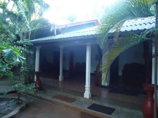 Aariya Rest House - Polonnaruwa - Bed & Breakfast