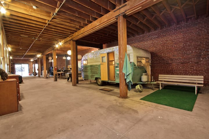 Vintage Trailer *in* Huge Loft DTLA - Los Angeles - Loft