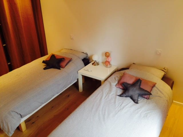 Chambre 2 lits individuels RDC - Azur - Bed & Breakfast