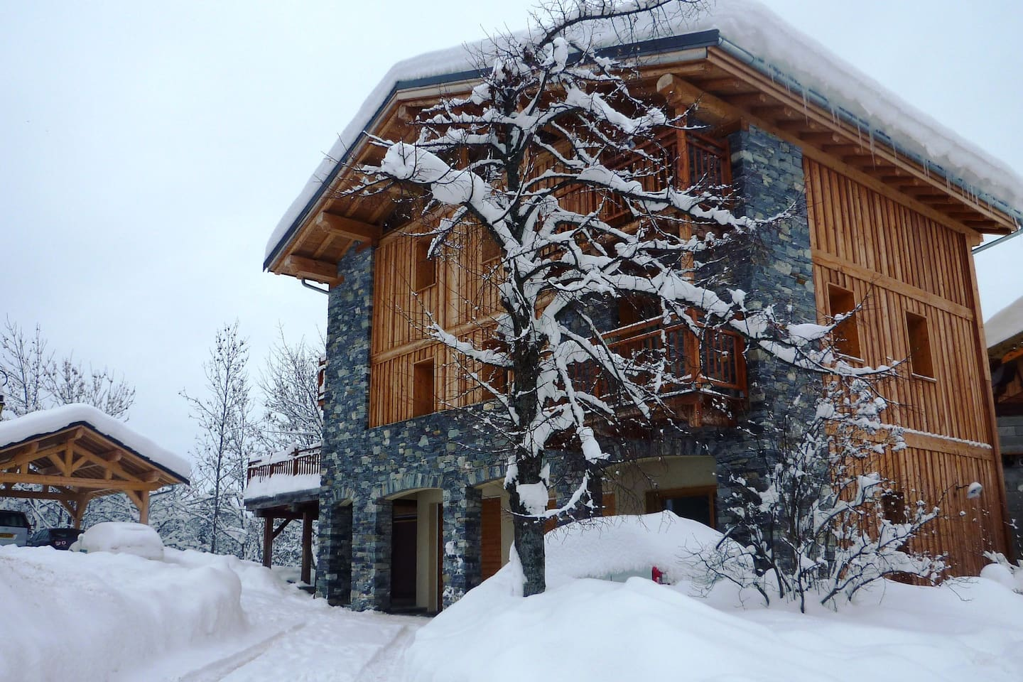 New Luxurious Chalet for 14-16 pers