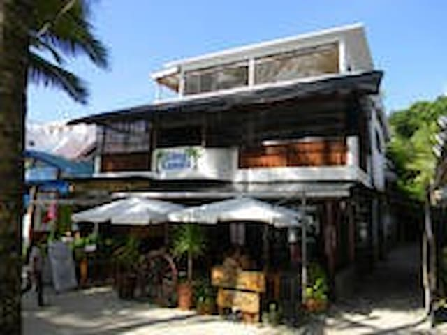 Boracay Big 3rd Floor Studio Apt 1 Minute to Beach - Malay - Departamento