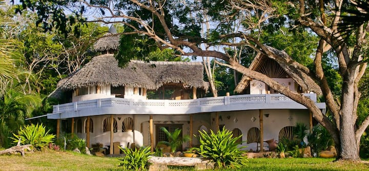 Luxury Ocean Front Family Villa Tiwi Beach Kenya..