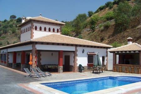 Villa Alejandro en Sayalonga - Sayalonga - Villa