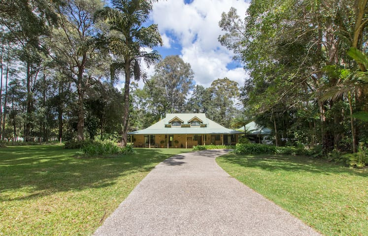 Noosa hinterland, comfy family home - Tinbeerwah - Bed & Breakfast