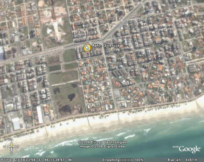 Localizado a 600 metros da praia. Apenas 7 minutos de caminhada