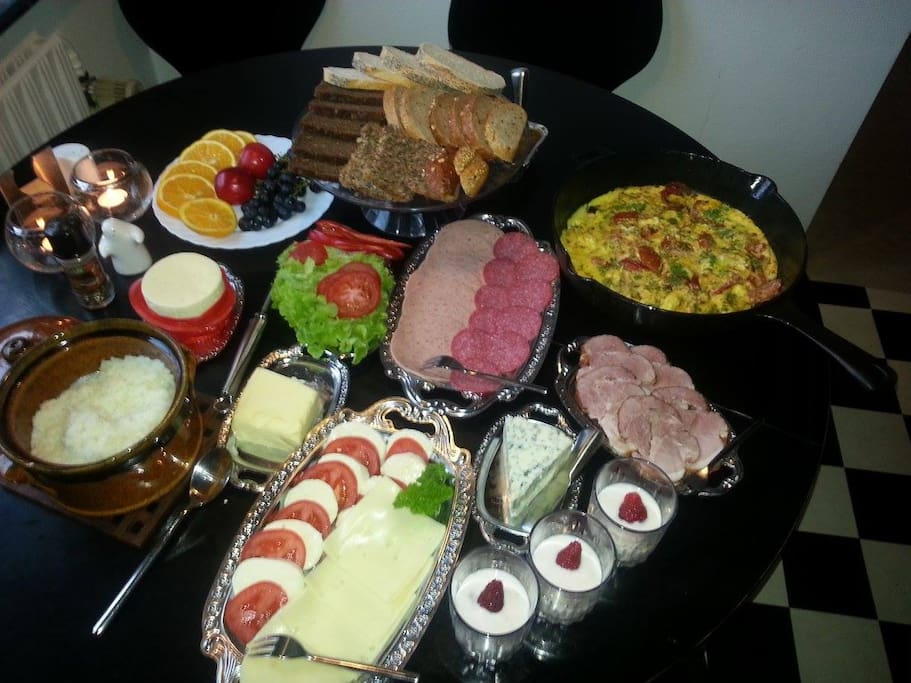 Breakfast, every morning from 7-9 AM, for at least 4 people