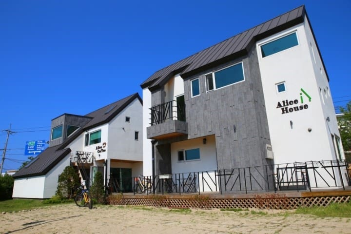Alice House - Beon yeong-ro, Sokcho-si - Bed & Breakfast