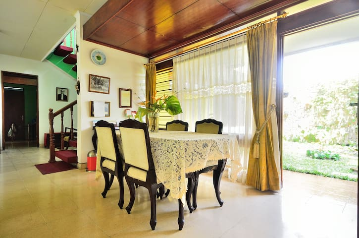Situmeang Guest House - Jakarta Capital Region - House