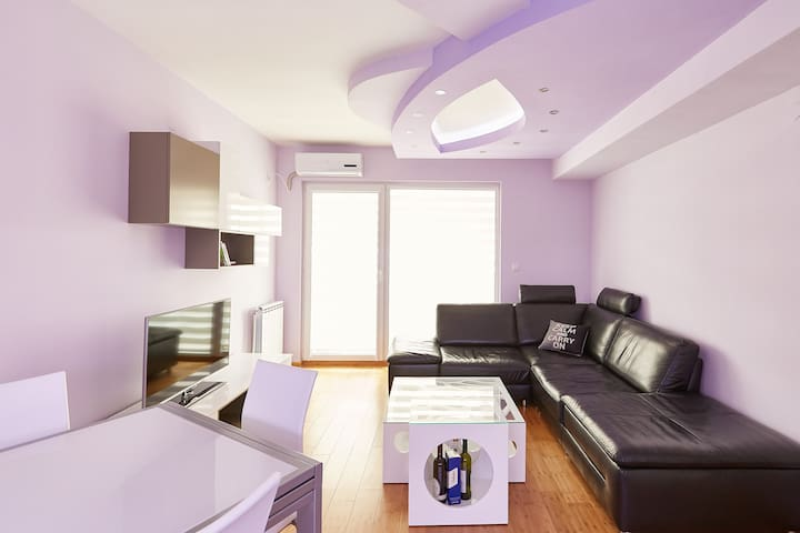 "Ultra Modern Apartment ""Purple EL"" - Skopje - Wohnung"