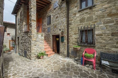 Stone cottage in a pedestrian close - Reggello - Hus