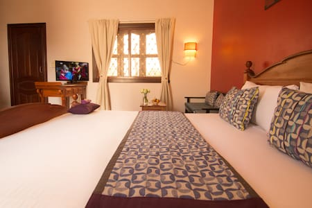 3Suites| Queen bed, ROOFTOP LOUNGE! - Krong Siem Reap