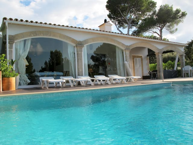 ELEGANT VILLA WITH POOL SEASIDE - Mal Pas-Bon Aire - Villa