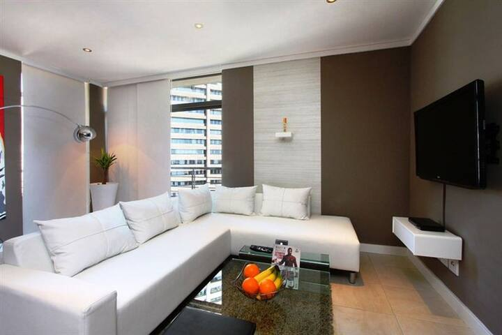 Lux 1 bedroom apartment in CBD Forshore