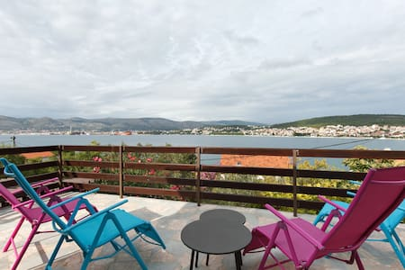 Apartment 30 m from the sea Trogir - Okrug Gornji