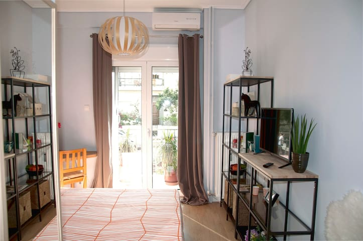 Elegant, stylish 39sqm / 2 min from Metro - Ilioupoli - Daire