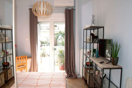 Elegant, stylish 39sqm / 2 min from Metro - Ilioupoli - Apartemen