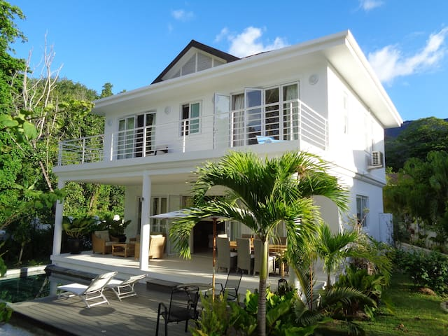 Luxury Villa Blanc on beachfront - Beau Vallon - Villa