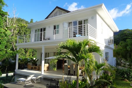 Luxury Villa Blanc on beachfront - Beau Vallon
