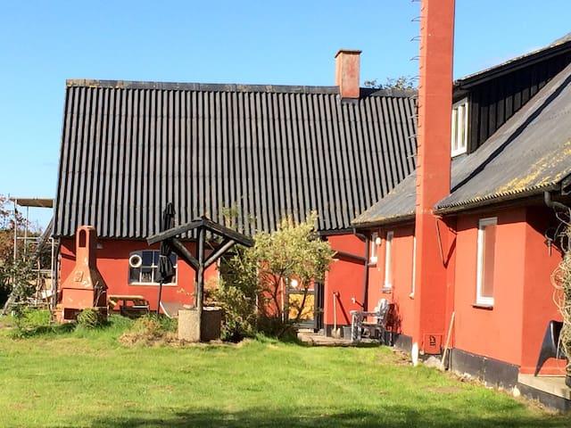 Hyggelig lejlighed med brændeovn - Humble - Wohnung