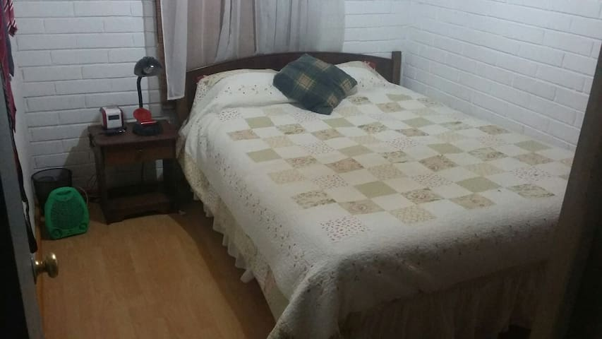 Habitación para Turistas y Deportistas. - Curico - House