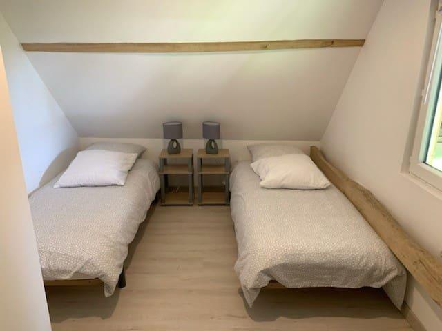Chambre 3 à l' étage 2x80×200