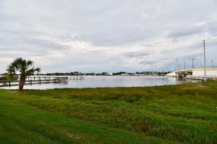 Cozy 1 BR / 1 BA new condo on the lagoon