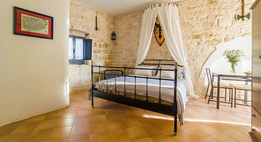 La Torre Storica- Maison de charme - Palo del Colle - Aamiaismajoitus